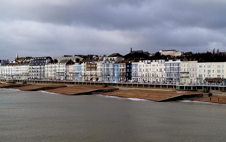 hastings-pier-coast-line-england-1
