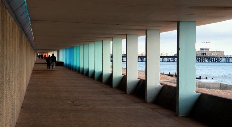 pier-walk-hastings-england