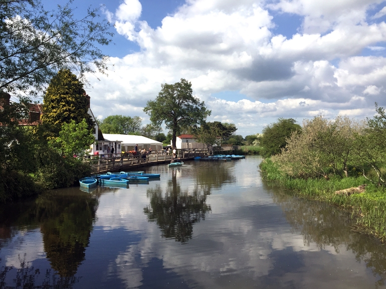 canoes-at-anchor-inn-pub-barcombe
