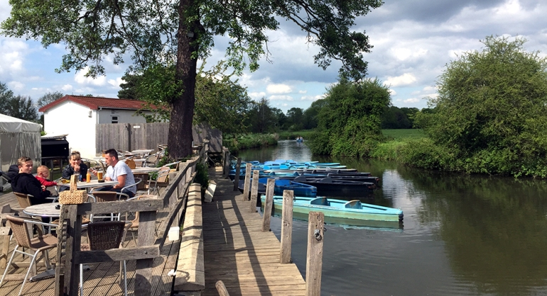 renting-canoe-anchor-inn-barcombe